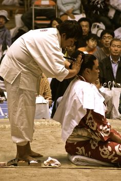 """Sumo """"chonmage"""" hairstyle."""