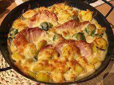 Chefkoch.de Rezept: Kasseler - Rosenkohl - Auflauf My Favorite Food, Favorite Recipes, Law Carb, Quiche, Mozzarella, Potato Salad, Cauliflower, Recipies, Brunch