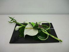 Art floral - Page 4 - Closcrapflower Art Floral, Deco Floral, Floral Design, Ikebana, Contemporary Flower Arrangements, Tropical Floral Arrangements, Simple Flowers, Exotic Flowers, Grave Decorations