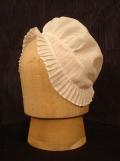 most common hat that was worn by lower class ladies of 18th century.