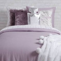 Dormify offers a ton of fashionable twin xl bedding options for your dorm room with dorm bedding sets that shows off your own personal style. Shop our collections today! Purple Dorm Rooms, Purple Bedrooms, Teen Girl Bedrooms, Lilac Room, Teen Bedroom, Dream Bedroom, Master Bedroom, Purple Bed Sheets, Grey Bed Sheets