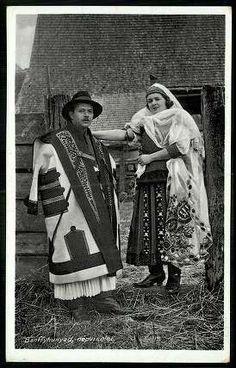 Bánffyhunyad; Népviselet | Képeslapok | Hungaricana Hungarian Embroidery, Learn Embroidery, Floral Embroidery, Embroidery Patterns, Folk Costume, Costumes, Folk Dance, Hungary, Budapest