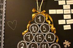 Talouspaperirullista tehty DIY -joulukalenteri