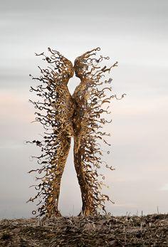 Artist Penny Hardy Creates Life-Size Human Sculptures Made of Metal Arte Peculiar, Art Amour, Human Sculpture, Steel Sculpture, Metal Sculptures, Modern Sculpture, Burning Man Art, Wow Art, Minimalist Poster
