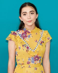 While many actresses play it safe on red carpet, Rowan Blanchard isn't one of them. The young actress and activist regularly experiments with fashion-forward eye makeup on the red carpet. Here, a look back at her most daring beauty looks of all time. Emma Watson Hair, Different Makeup Looks, Latest Hair Trends, Rowan Blanchard, Trendy Haircuts, Young Actresses, Sabrina Carpenter, Fashion Face, S Girls