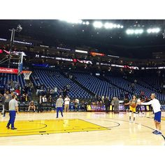 Courtside warmup at Oracle Arena #warriorsground #dubnation #nba
