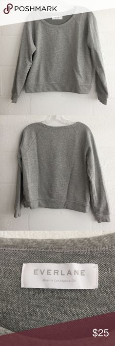 """Everlane Sweatshirt Sz M Super cute Everlane sweatshirt in heather gray, size medium. Slightly cropped fit. Measures 20"""" pit to pit and 21.5"""" long from the shoulder to hem. Excellent condition, no flaws. 90% cotton, 10% polyester. Perfect staple for fall! Everlane Tops Sweatshirts & Hoodies"""