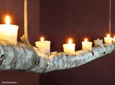 decoration salle de mariage: bougies branche. j'aime cette ambiance rustique.