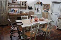 Nella Cucina Provenzale Essenza si incontrano quindi due stili, francese ed italiano, che si fondano ecletticamente ed amichevolmente.
