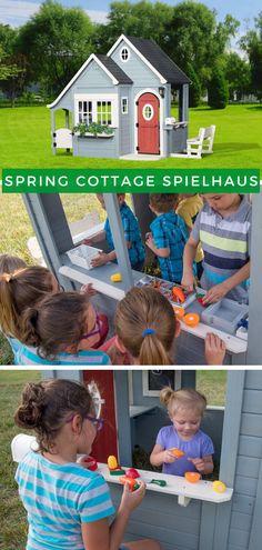 Spielhaus Garten Kinder: Das Spring Cottage ist ein schönes und ziemlich großes Häuschen mit Picknickbank und voll ausgestatteter Küche mit Spüle, Herd, Schneidebrett und schneidbaren Früchten. Ihre Kinder werden wissen, dass ihre Freunde da sind, wenn Sie sie an der Tür des Häuschens klingeln hören. Jetzt Produkt ansehen!  #Spielhaus #Kinderspielhaus #Kinder #Gartenfürkinder #Spielgerät #Kinderspielgerät Play Houses, Cottage, Herd, Children, Spring, Garden, Farmhouse Living Rooms, Parenting, Friends