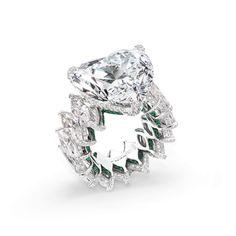 de Grisogono. Via. MucevherMagazin (@mm_mucevhermagazin) on Instagram: By @degrisogono #diamonds #ring #heartshaped #emeralds