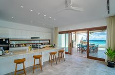 The Great Beach Villa Residence - Kitchen and entertaining areas