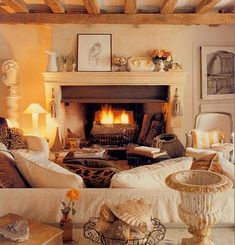 Warm, inviting and cozy cottage chic living room …. So beautiful – love cream joke … – cozy home warm Cottage Chic Living Room, Cozy Living Rooms, Cozy Cottage, Cozy House, Rustic Cottage, Autumn Decor Living Room, Cottage Lounge, Cozy Fireplace, Fireplace Design