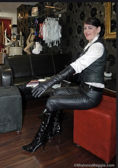 Womens High Heels, Mistress, Leather Pants, Leather Gloves, Lady, How To Wear, Electric, Beauty, Collection