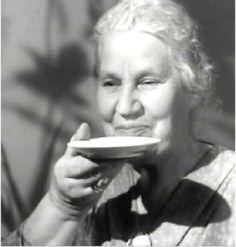 """Drinking coffe from saucer - """"60-luvun mummot istuivat kaiken aikaa kahvittelemassa, se on osa lapsuuden muistikuvaa. Mummoilla oli kummallinen tapa kaataa kahvi kupista lautaselle (""""tassille""""), pistää sitten sokeripala hampaiden väliin ja imeä sitten kahvi tassilta sokeripalan läpi suuhun. Sellaista ei näe enää."""" - Finland"""