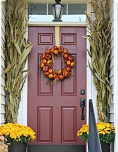 Check out these cheap and easyfall porch ideas that will give your front porch a cozy and inviting makeover. These budget-friendly ideas will give you some inspiration for how to decorate your porch withpumpkins, gourds, corn stalks, hay bales and much more! Fall Porch Signs Welcome Fall Sign pallet wood + large wood letters + …