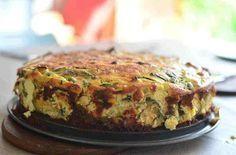 Deze quiche met champignons en courgette is gemaakt zonder deeg. Dat betekent een koolhydraatarme maar eiwitrijke maaltijd. Gezond en lekker voor de herfst.