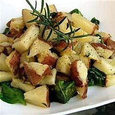 This is a very tasty potato recipe that is also great for using up leftover baked potatoes. The vinegar gives the spinach a sweet flavor. Oven Roasted Red Potatoes, Leftover Baked Potatoes, Fried Potatoes Recipe, How To Cook Potatoes, Potato And Asparagus Recipe, Tasty Potato Recipes, Side Dish Recipes, Dinner Recipes, Vegetable Recipes