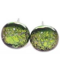 Handgemaakte groene glazen oorknopjes met rvs oorstekers!