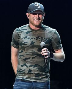Cute country singer Cole Swindell told us exactly why guys love girls in t-shirts and jeans (and we LOVE the reason!)