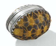 Boite ovale formée de deux carapaces de tortue montées en argent, apparemment non poinçonnée, probablement XVIIe siècle | Lot | Sotheby's