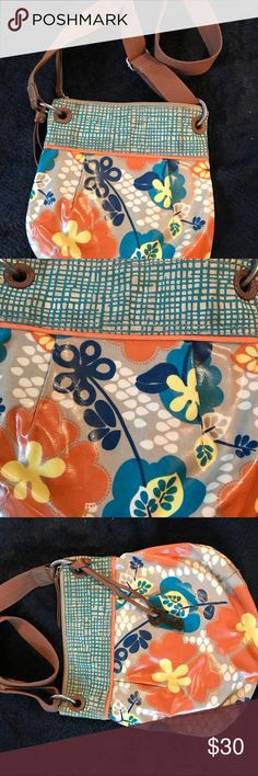 New wot Fossil cross body bag Used once on vacation! Cute Fossil bag 👛!! 💕🌺 Happy shopping Fossil Bags Crossbody Bags