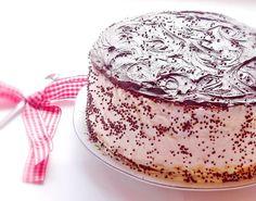 Tort cu bezea si ciocolata