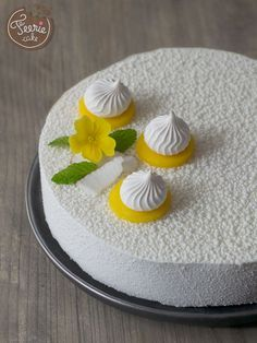 Biscuit Coco, Mango Cream, Mango Cake, Cake Decorating Techniques, Pastry Cake, Love Cake, Pavlova, Cake Plates, High Tea