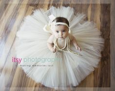 What an adorable baby! I love how this photo is taken from above | 6 month photo | children's photography | baby girl