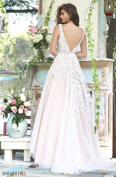 Sherri Hill dresses are designer gowns for television and film stars. Find out why her prom dresses and couture dresses are the choice of young Hollywood. Stunning Dresses, Sexy Dresses, Fashion Dresses, Bride Dresses, Sherri Hill Prom Dresses, Homecoming Dresses, Bridal Gowns, Wedding Gowns, White Wedding Dresses