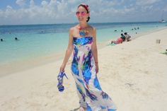 Maxi dress at Isla Mujeres in blue colors of the ocean