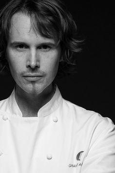 Grant Achatz, gastronomia molecular.   Le ví en @SS Gastronomika 2011 y realmente fue algo impresionante.   Joven y genial!
