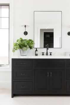 stunning and simple black vanity, marble counter, black faucet and simple mirror Black Cabinets Bathroom, Black Vanity Bathroom, Small Bathroom, Master Bathroom, Black Bathrooms, Cream Bathroom, Black And White Bathroom Ideas, Small Vintage Bathroom, Industrial Bathroom Vanity