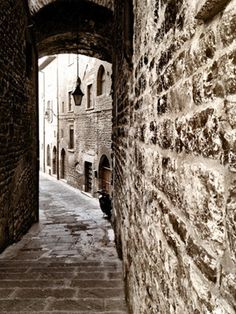 Such beautiful pictures and description of Umbria, Italy!    --Discovering Northern Umbria, Walking Around Gubbio