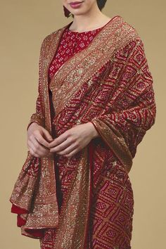 From our heritage bridal collection, this red Masterpiece saree is a coming together of exotic Banarasi Zari hand weaving, handcrafted exquisite Gujarati Bandhej and intricate rich heritage Zardozi hand embroidery. Take a close look at the stunni Bandhani Dress, Sari Dress, Dress Indian Style, Indian Dresses, Saree Look, Red Saree, Bridal Lehenga Collection, Bridal Silk Saree, Simple Sarees