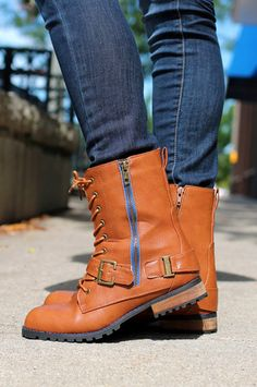 Combat Boot with Zipper | uoionline.com: Women's Clothing Boutique