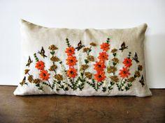 almohadon con flores naranjas