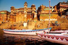 Todo viaje al a #India debe incluir una visita a #Benarés, una ciudad situada a orillas del Río #Ganges. Es en ella donde se realizan baños e interesantes rituales de purificación, los cuáles se pueden ver mediante excursiones incluidas en los itinerarios de casi cualquier circuito por la India. Consigue ya tu viaje barato a la India desde Felices Vacaciones y aprovecha el mejor descuento. http://www.felicesvacaciones.es/ofertas-viajes-baratos/viajes-india/