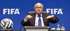 بلاتر من الرياض: قطر ستستضيف كأس العالم 2022