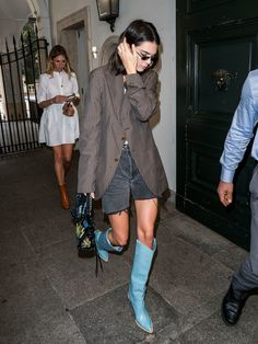 Kendall Jenner Style 594053007076701455 - Kendall Jenner's Style Evolution See all of the it-model's best fashion, street style, red carpet, and off-duty looks. Source by Looks Street Style, Street Style Trends, Looks Style, Street Style Women, Kendall Jenner Estilo, Kendall Jenner Outfits, Cool Outfits, Fashion Outfits, Fashion Trends