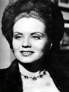 Rosario Granados (1927-1995) Fue una excelente actriz de la Época de oro del cine mexicano, considerada una de las reinas absolutas del melodrama en el cine nacional, fue nominada al premio Ariel de la academia mexicana de cine por su trabajo en la cinta El Dolor de los hijos (1949). Trabajo también en el cine de Argentina, España y Cuba.