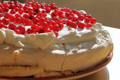 A Pavlova torta egy közkedvelt karácsonyi süti szerte a világban. Pavlova, Raspberry, Cheesecake, Fruit, Blog, Cheese Cakes, Raspberries, Cheesecakes