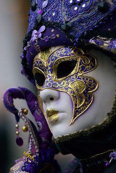 purple & gold - Carnival - mascara veneciana.-