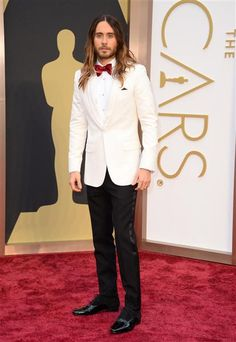 We #love #JaredLeto in #white so very much. Do you? Click here to see more #hot #guys at the #Oscars on Wonderwall: http://on-msn.com/1dR67ex