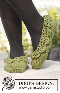 """Crochet DROPS ballerina slippers with lace edges in """"Merino Extra Fine"""". Size 35 – 43. ~ DROPS Design"""