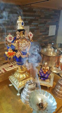 Vidya Balan Hot, Radha Krishna Love Quotes, Puja Room, Lord Vishnu, God Pictures, Nara, Hinduism, Deities, Spirituality
