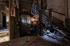P.S. 186 in West Harlem  Opened: 1903 Closed: 1975  http://abandonednyc.com/tag/hamilton-heights/  Grand Staircase by abandonednyc, via Flickr
