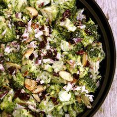 Brokkoli slaw – raw brokkolisalat