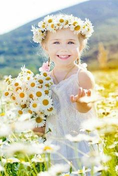 「Cute Little Smiling Girl Chamomile Field」の写真素材(今すぐ編集) 286329563 Beautiful Children, Beautiful Babies, Beautiful Flowers, Cute Kids, Cute Babies, Daisy, Future Daughter, Baby Kind, Little People