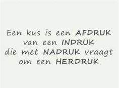Een kus is een afdruk Dutch, Wisdom, Math Equations, Sayings, Words, Quotes, Quotations, Dutch Language, Lyrics